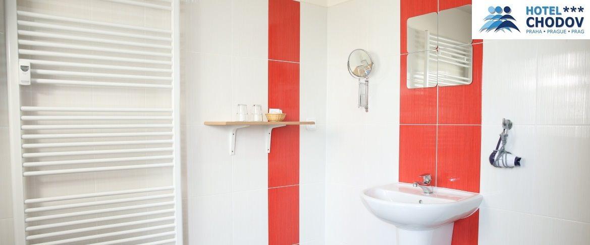 Hotel Chodov Praha - moderní koupelna nadstandardně vybaveného komfortního pokoje kategorie Superior*** EXTRA se sprchovým koutem
